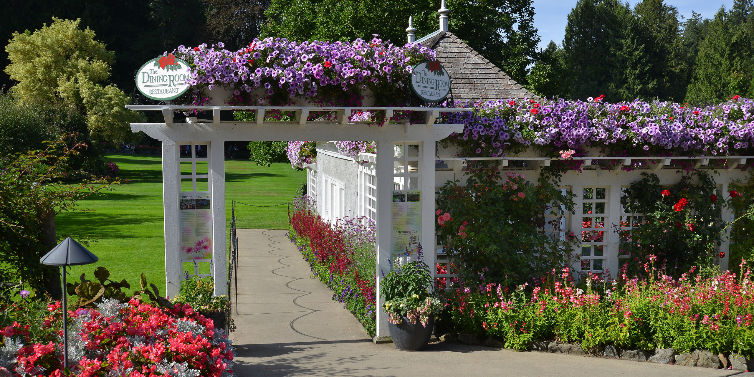 The butchart gardens the dining room tourism victoria - What time does victoria gardens close ...